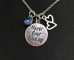Verzilverde NEVER GIVE UP ketting